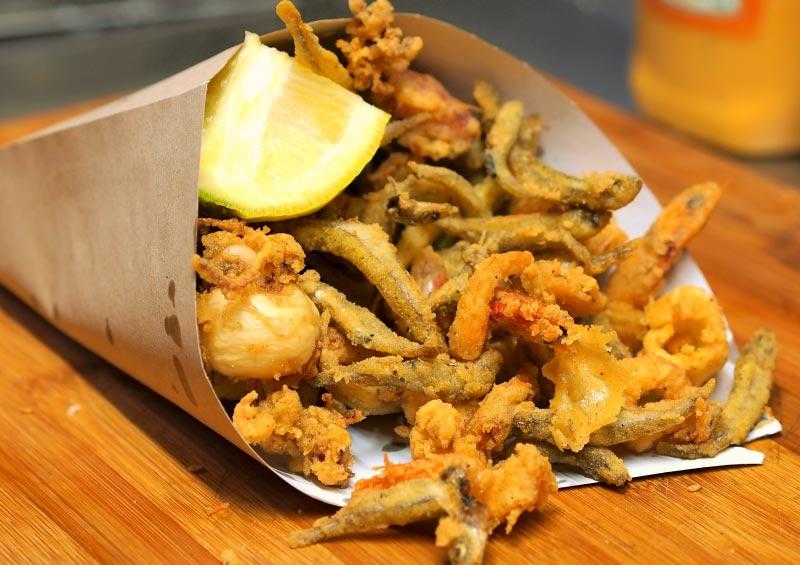 Scartosso de pescado frito