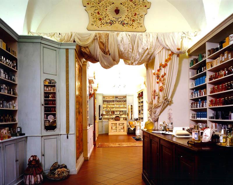Antica profumeria al Sacro Cuore di Bologna