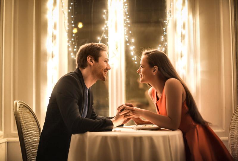 coppia a cena