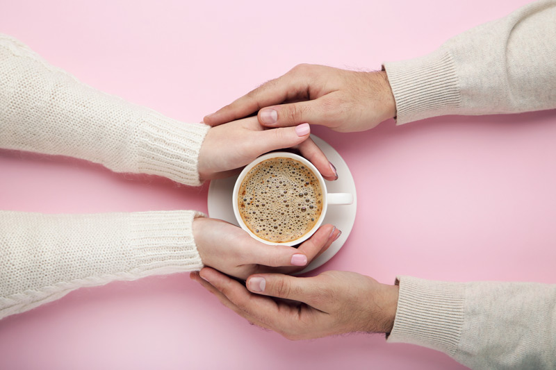 coppia con caffè