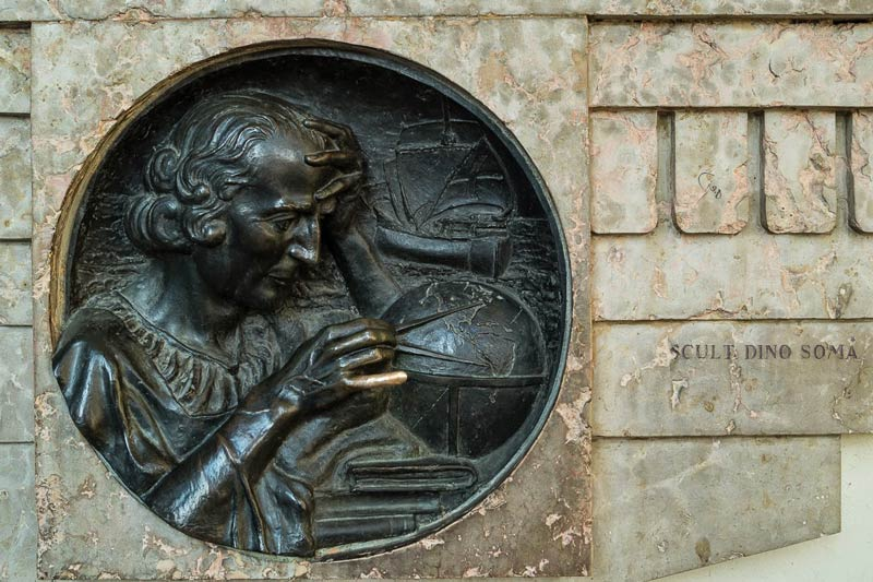 Il medaglione di Colombo, Torino