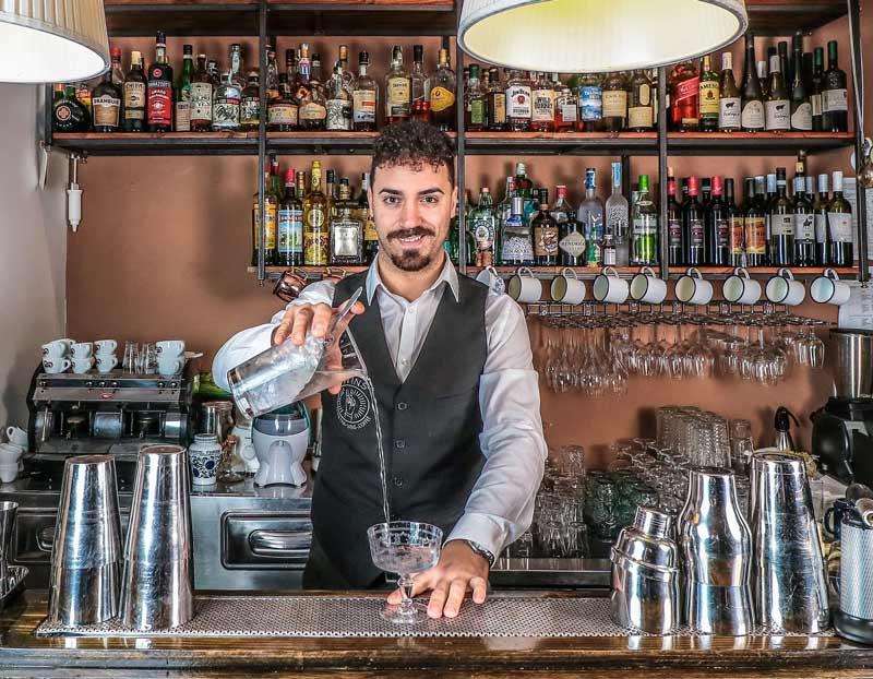 Ugo Acampora barman 2 piccola